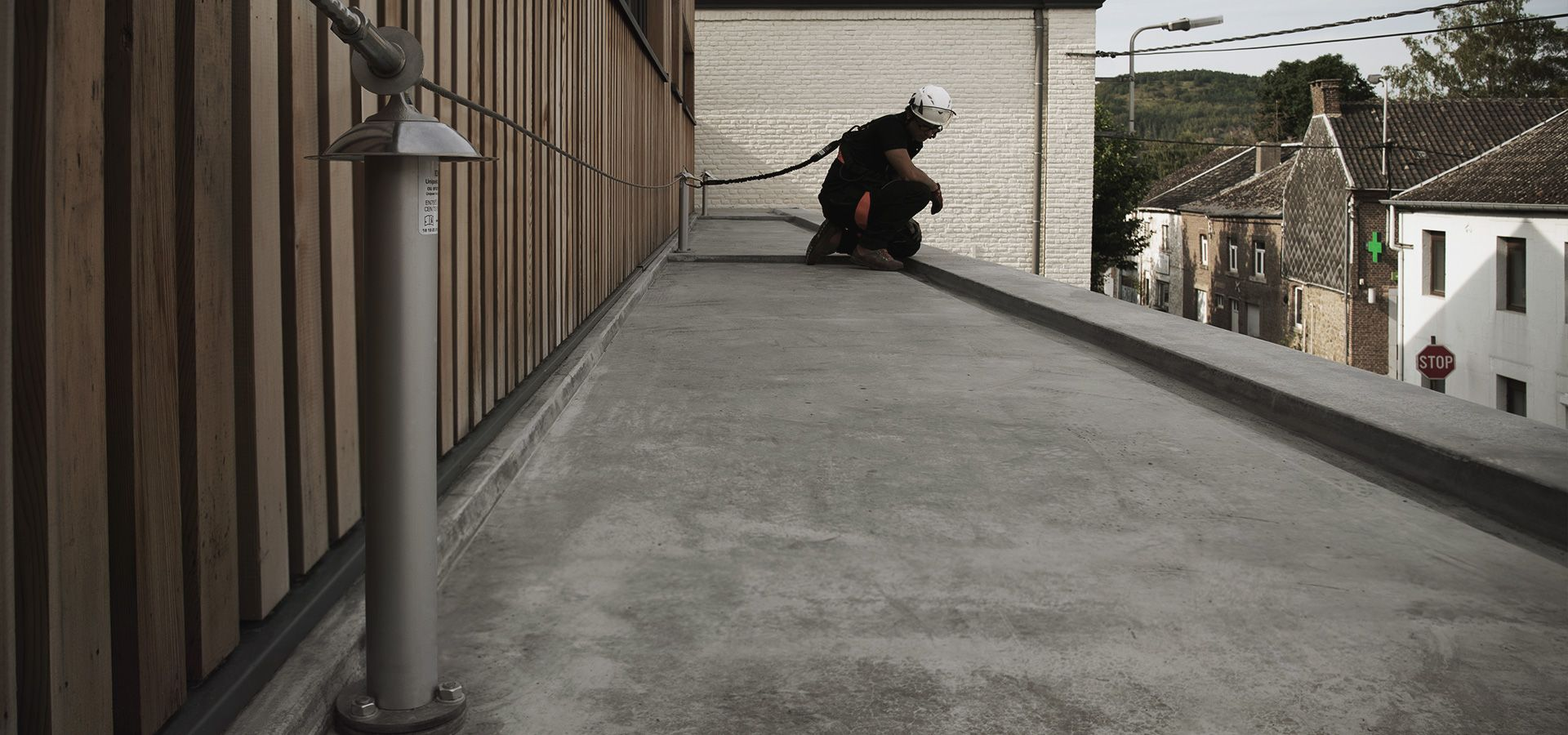 Securing a roof with Unipost