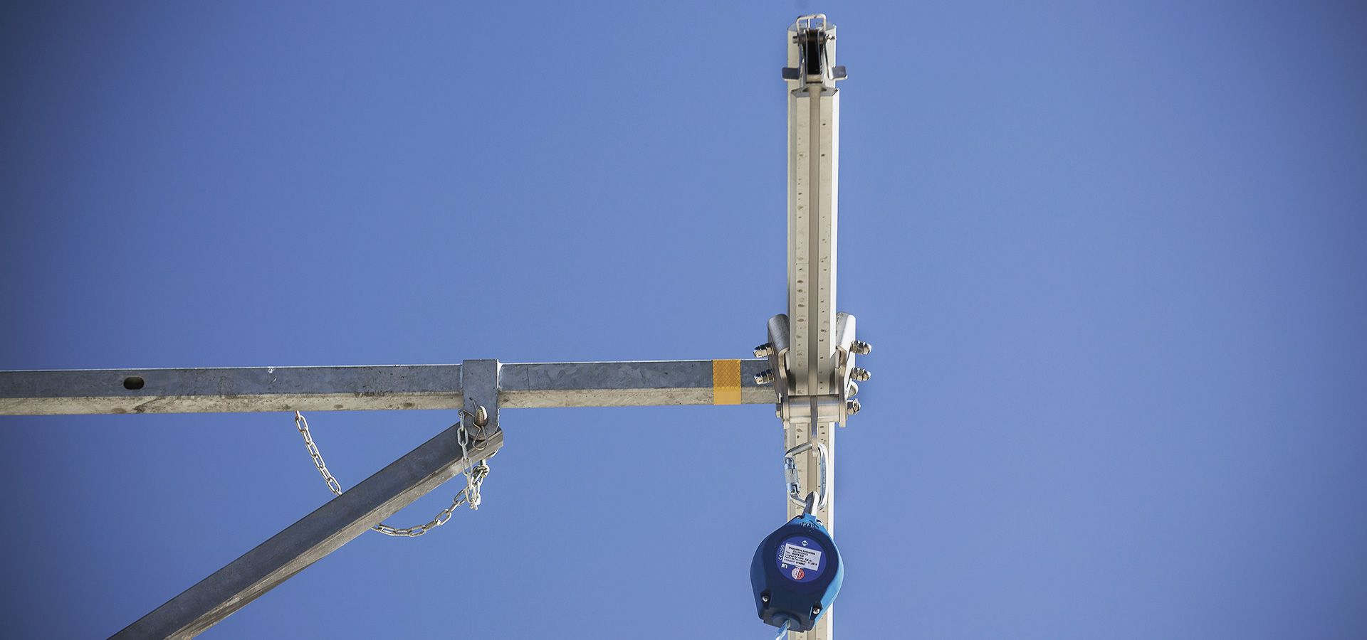 Fall arrest system for securing the access on top of trucks
