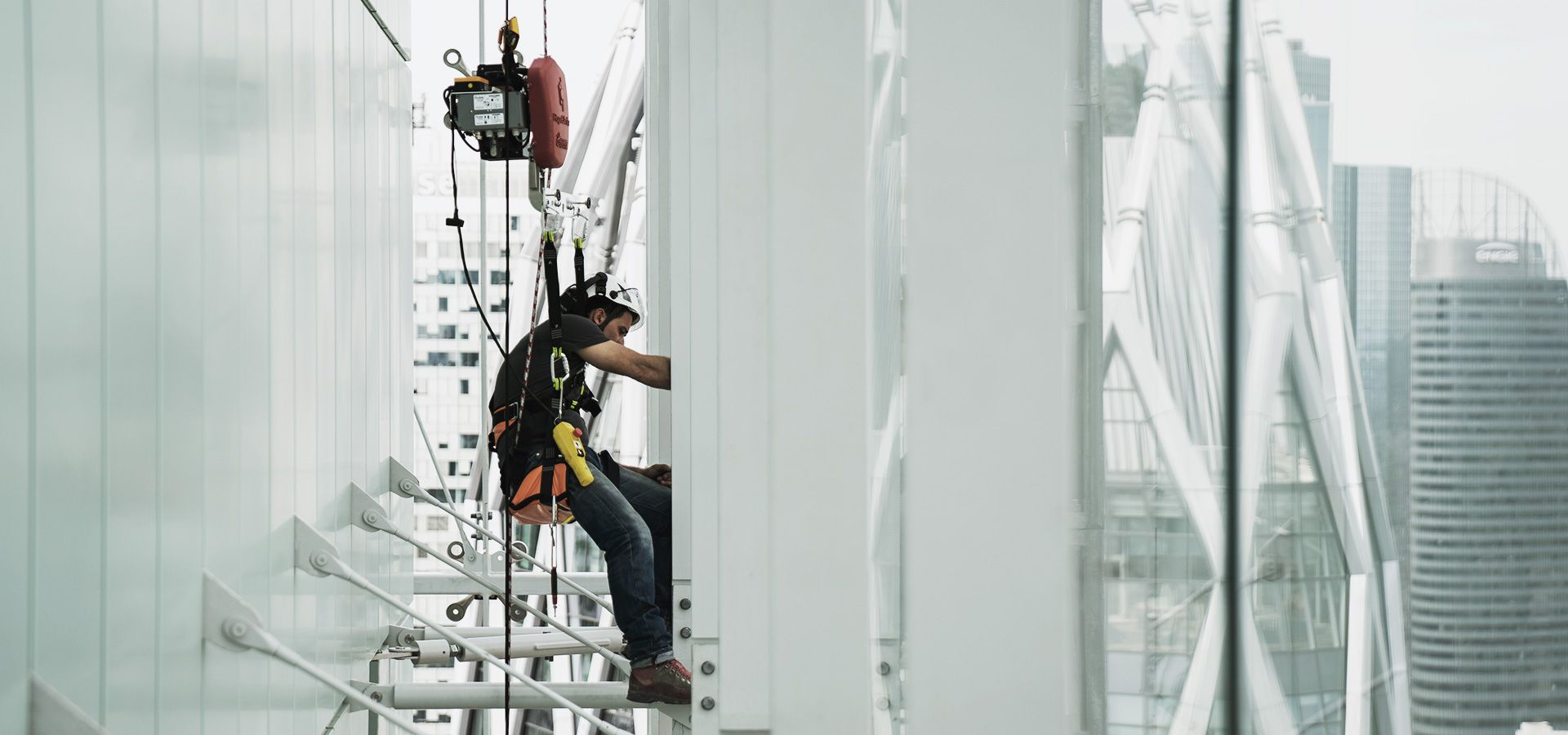 RopeClimber hoist for cleaning glass facade