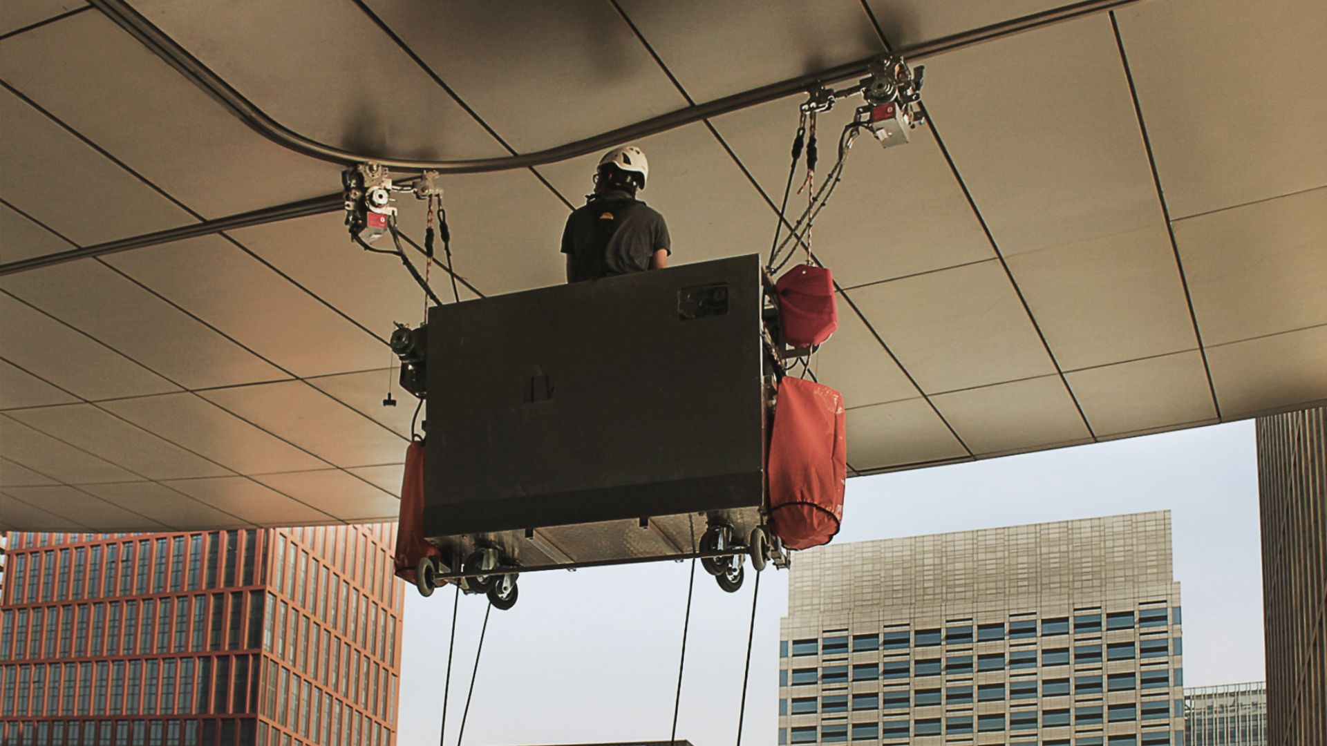 RopeClimber cradle at the Tianjin International Convention Center Hotel