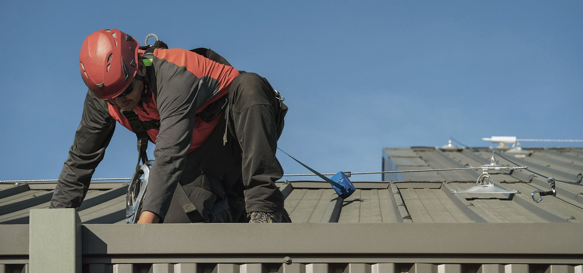 Securing a roof with a Securope cable lifeline