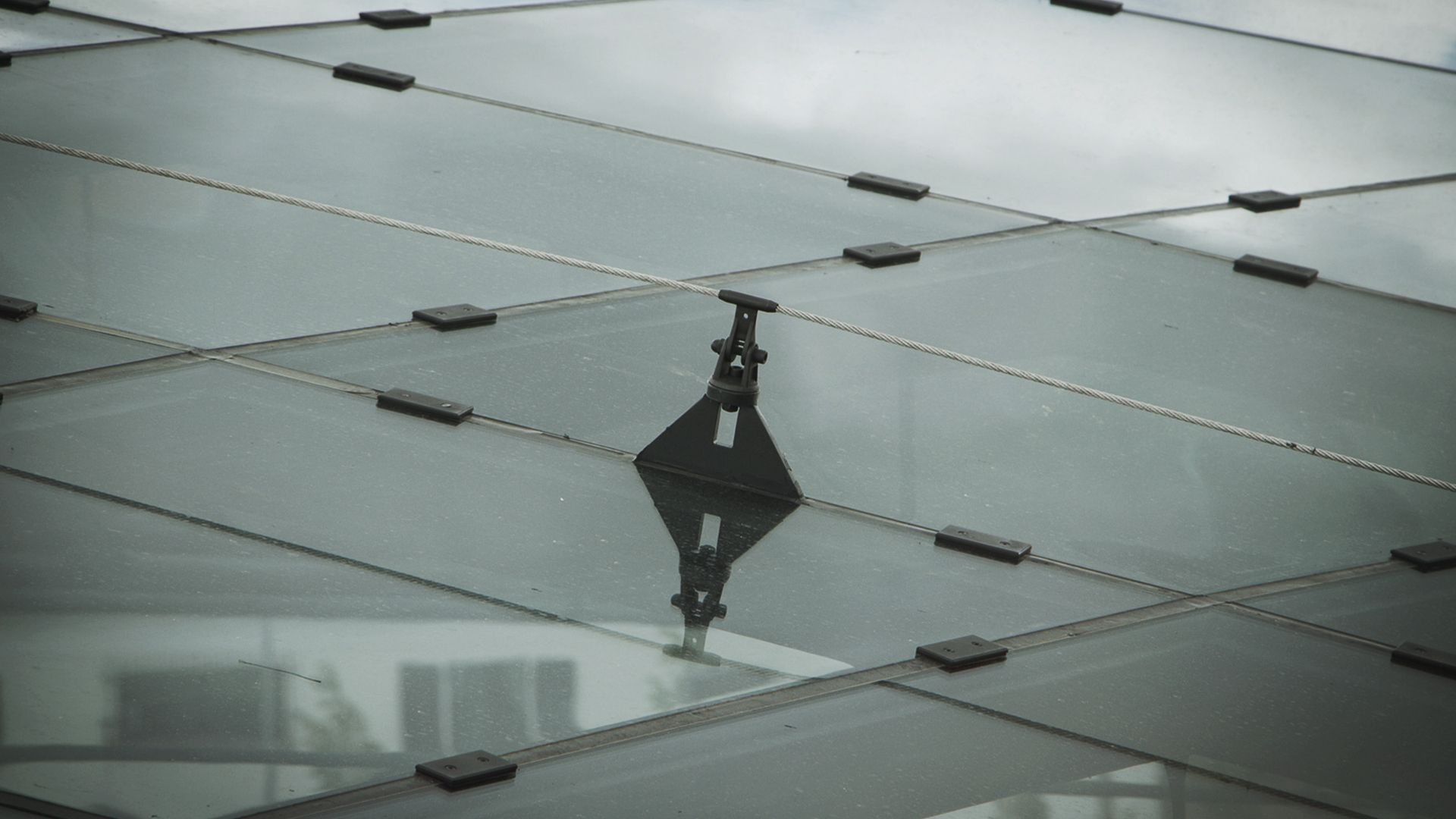 Securope on glass roof