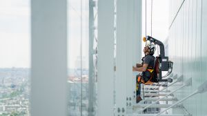 RopeClimber on the Saint Gobain tower in Paris la Défense